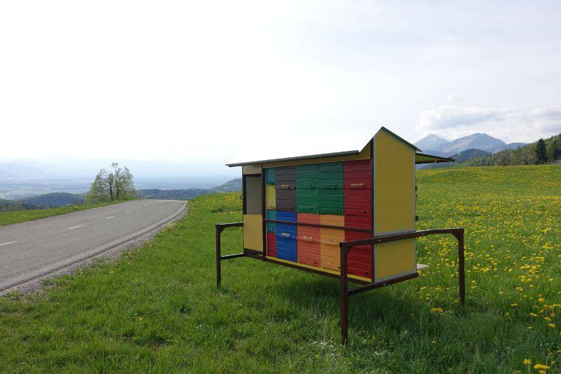 Prevozni čebelnjak z desne