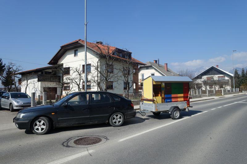 Prevozni čebelnjak na avtu